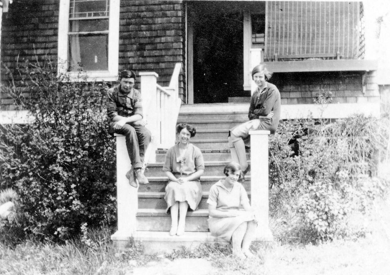 Bill, Ma, Mary & Gerty (Jones family) 1927