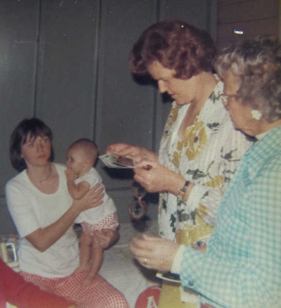 Joanne loved all her nieces and nephews and was always interested in what they were up to.<br /> Louise, Jenny 5m, Joanne, Gen