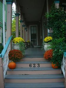 Entrance to Mason Cottage.