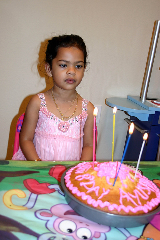 At Home Ayushie cut the cake at around her actual b'day time 2:20 PM ...
