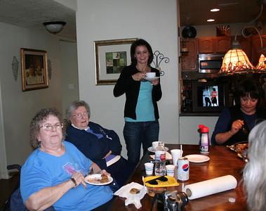 Aunt Sue, Grandma Peak, Kristy, & Aunt Yolanda.