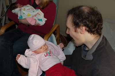 babies elizabeth and hannah meet for the first time!
