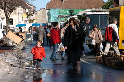 On the Sunday market in Thoiry.