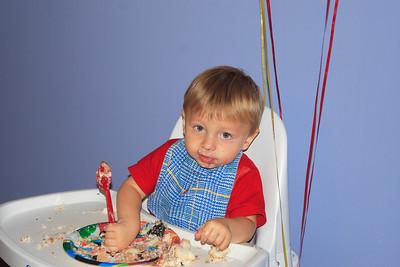 I like cake........... Anyone seen the napkins?