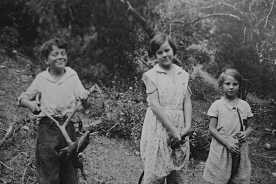 Glenn, Eleanora and Nellie May Bledden, July 1934