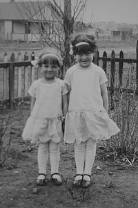 Eleanora and Nellie May Bledden, Easter 1929