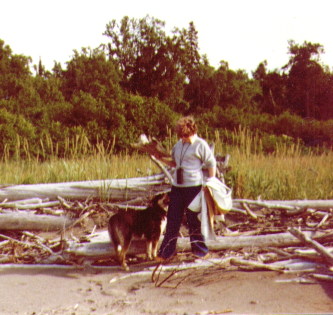 Bonnie & Tundra on beach nr  Bishop Creek, July 1980-1