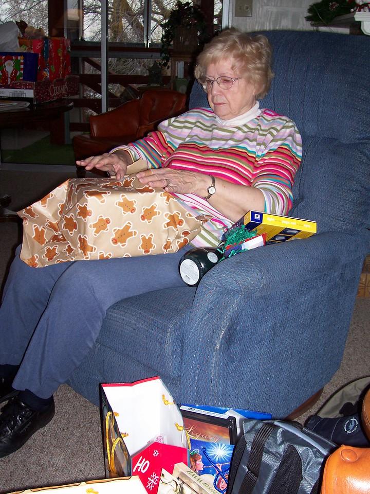 Bonnie, Christmas, 2004,  -2