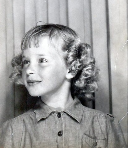 Curly-headed Bonnie in Brownie outfit