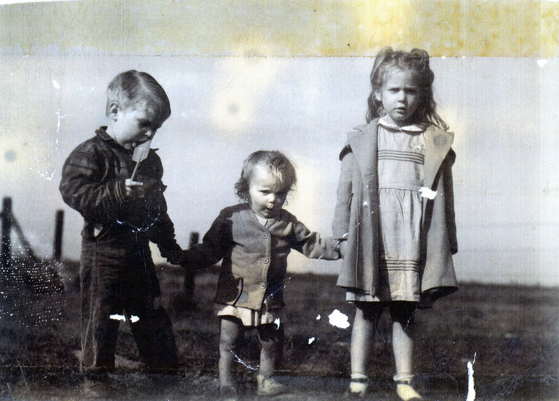 Mike, Bonnie, Susie<br /> three waifs in Sacramento, California circa 1947