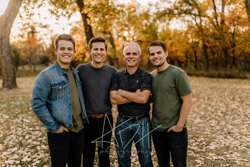 00033©ADHPhotography2020--Bredvick--Family--October10