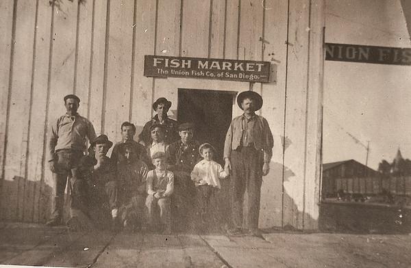 Union Fish Market - Gerolamo holding son James's hand in 1910.