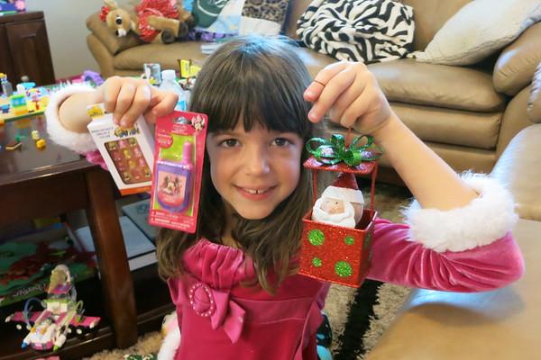 Brooke and Breya Open Aunt Janice's Christmas Presents Early