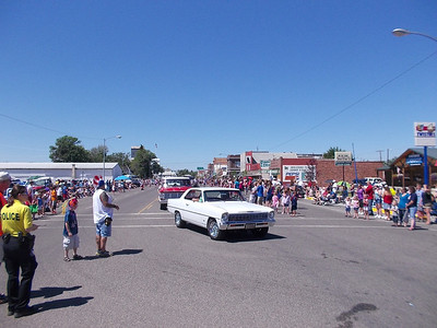 Laurel parade - I did not see one person I knew... guessing the RR guys had to work.