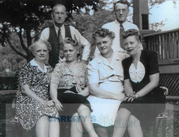 Warren Bull, Tom Cathers, Marguerite Smith Bull, Della Smith Bull, Beulah Smith Cathers, and Helen Cathers, daughter of Tom Cathers