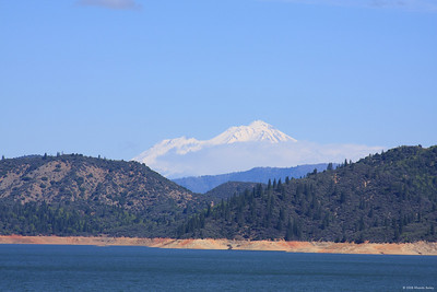 Lake Shasta with the Mountain in the background