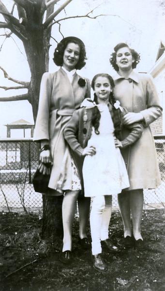 Easter 1946 - Irene, Jeanne, ?