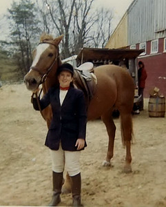 Banner was great; 16.1 hh, loved to jump. Me? love the red choker! and borrowed dressage coat (for equitation over fences), brown rubber boots!