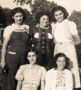 Katherine , Mary,  neighbor, Lena & Annie LaCivita