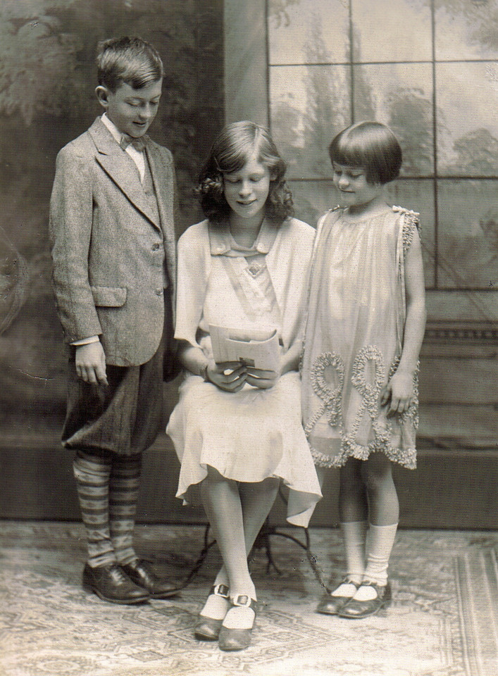 Mom (center) in 1931 with her brother Bob and her sister Evelyn.