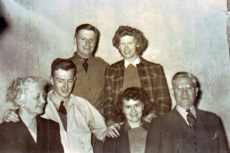 Mom and Dad with Mom\'s family.