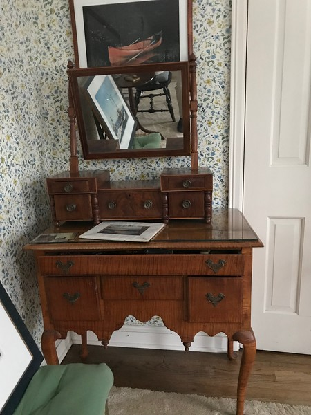 shaving mirror and table