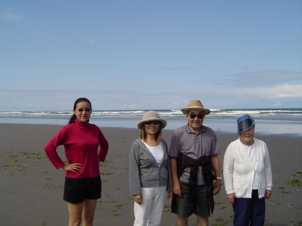 Lan, Arlene, Mits, and Sak at the beach