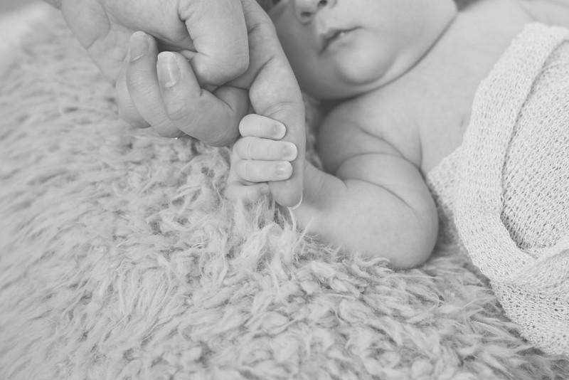 Emilia Roberts Newborns 4-26-15--6