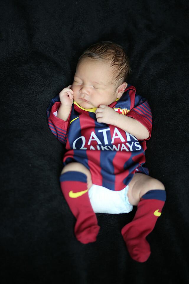 Enzo Lambert Newborns-26