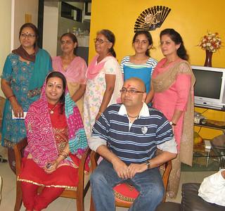 beheniya, mummy, mausi aur tai, aur sang bitiya bhi aayi