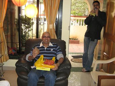 sandipan aur unke ashish dada ek ne shriphal ek ne camera sambhala !