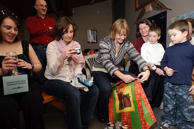 2009-12-05_026_moe_xmas_party