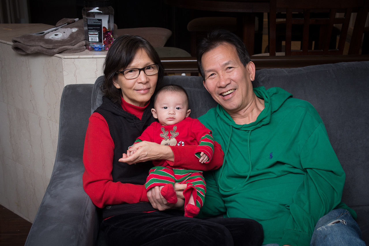 3mo, Ba Noi, Christmas, Grandma Lan, Grandpa Kim, Kim, Lan, Noah, ong noi - shot on 12/26/12 with Olympus E-M5 1/200 sec at f/4.0, ISO 400 with w/ LEICA DG SUMMILUX 25/F1.4 lens at 25 mm (50mm equiv)
