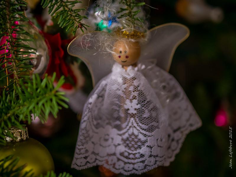 Long time denizens of Mom's Christmas tree.