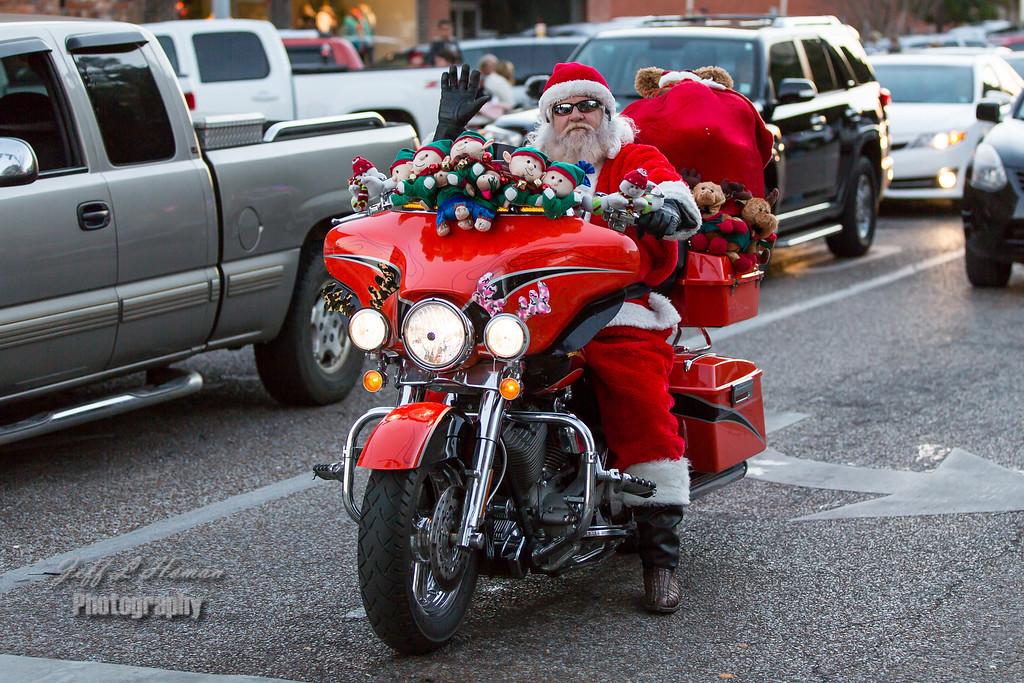 IMAGE: http://www.jefflhoman.com/Family/Christmas-Parade/i-MLxVbj4/1/XL/0K7B1681-XL.jpg