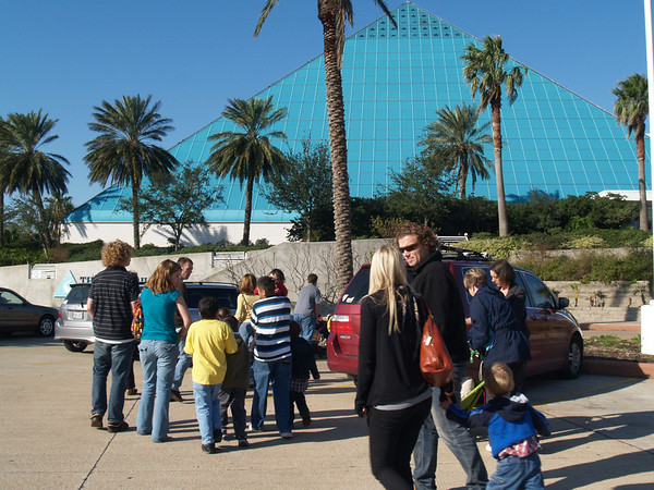Histand gang about to enter aquarium