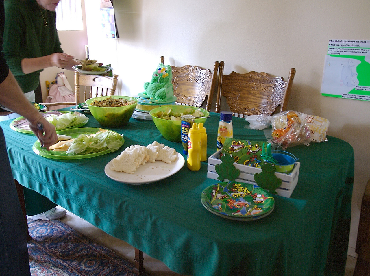 We had frog sandwiches (bread cut with a frog cookie cutter) grapes & green apples, pasta salad, and green jigglers.