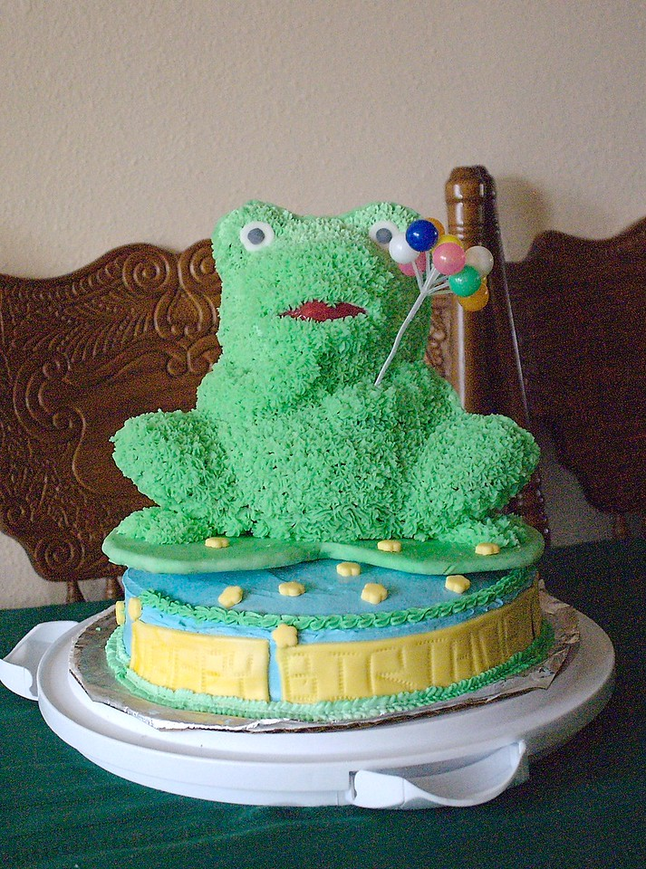 The frog cake.