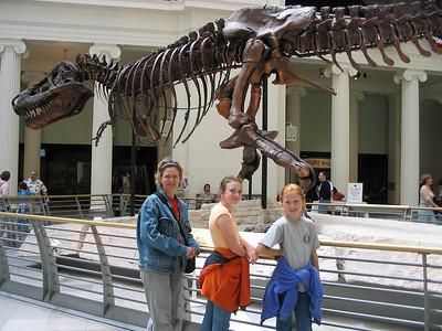 Field Museum Chicago  Steph,Natalie Carroll, Madeleine Carroll, Sue the Dinosaur
