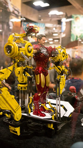 Iron Man - SideShow The first place we visit at Comic-con in the morning is the SideShow.com booth.  They make very high end models.