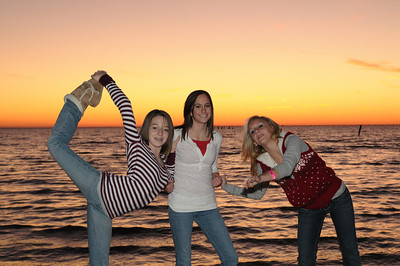2008_12_Courtney_Megan_Demi_Sunset 033
