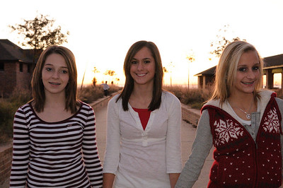 2008_12_Courtney_Megan_Demi_Sunset 031