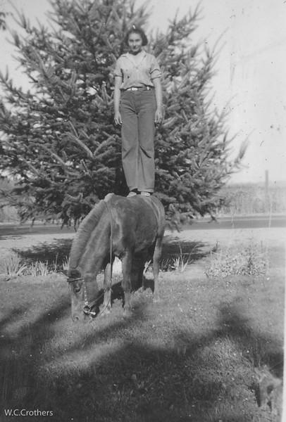 20090102-Carmel on horse 1938-1085SM