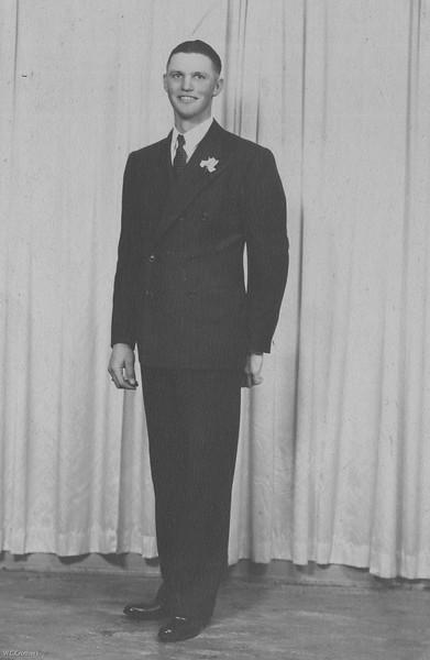 20090107-Cletus age 25 wedding Aug 30,1939-1182SM
