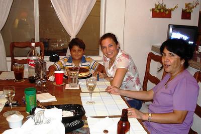 Porla noche comimos pastel en casa de Dulce y Raul Pulido