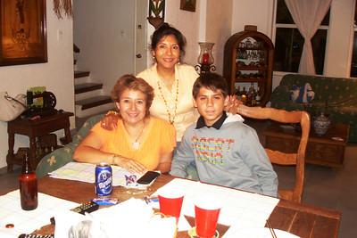 Itzee, Martha y Bruno