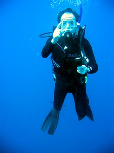 Dad pointing SCUBA