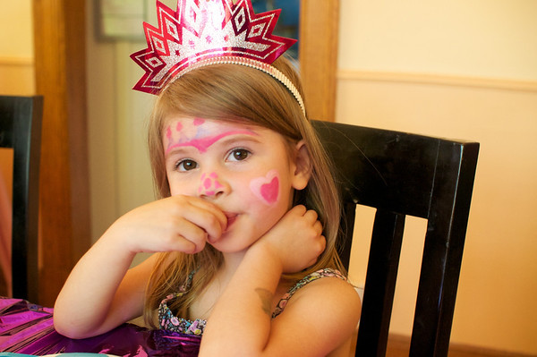 Princess Éolie patiently waiting for cake
