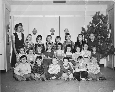 First Grade Class picture 1954 Xmas 1200DPI 2 1
