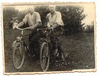 Eliasz & friend 1937